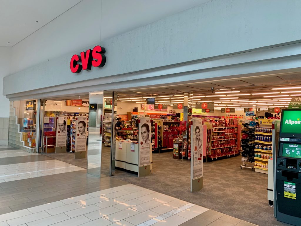 CVSの入り口