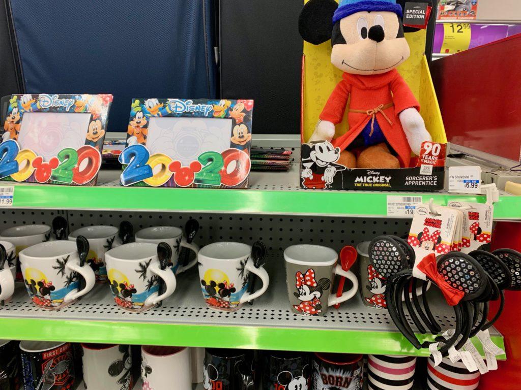 ディズニーキャラクターのマグカップやカチューシャ