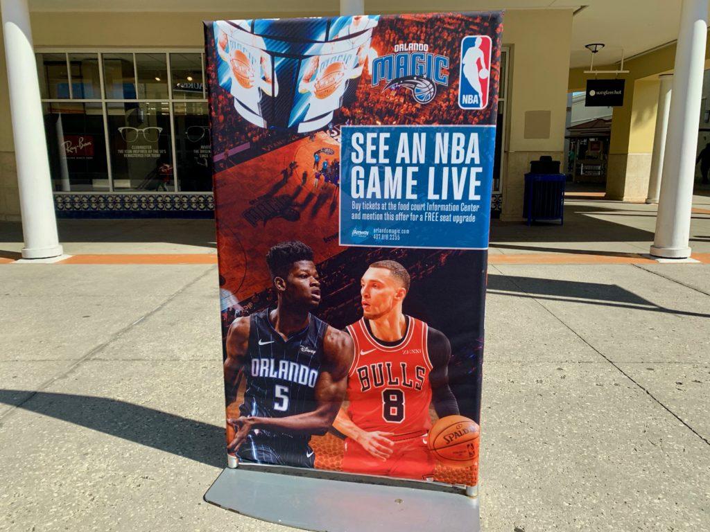 NBA観戦シートのアップグレードクーポンの告知看板