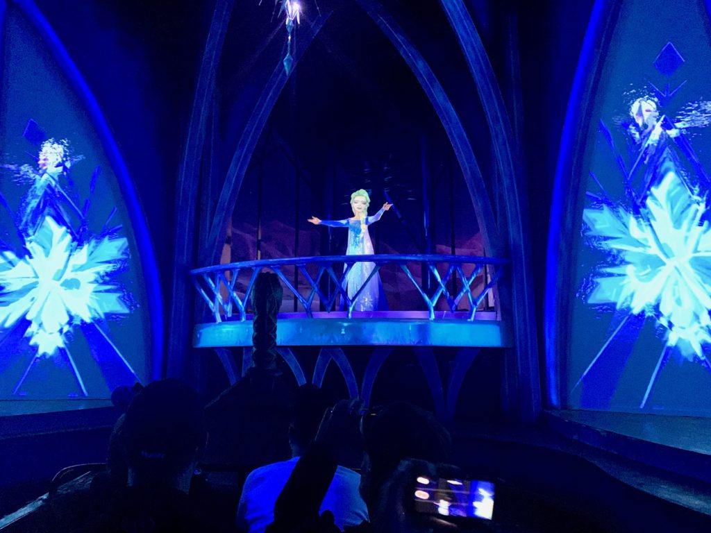 エプコットで大人気「アナと雪の女王」のアトラクション「フローズンエバーアフター」