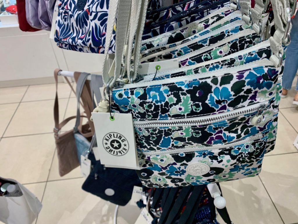 キプリングのクールなデザインのバッグ