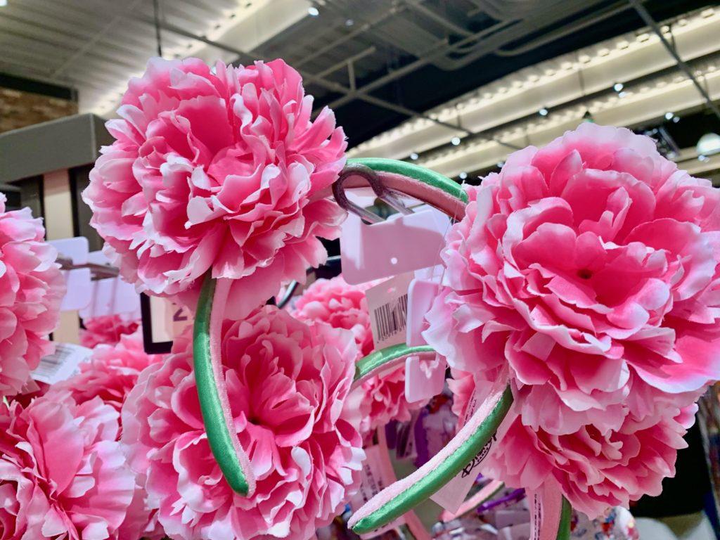 ピンクの大きな花がついたカチューシャ