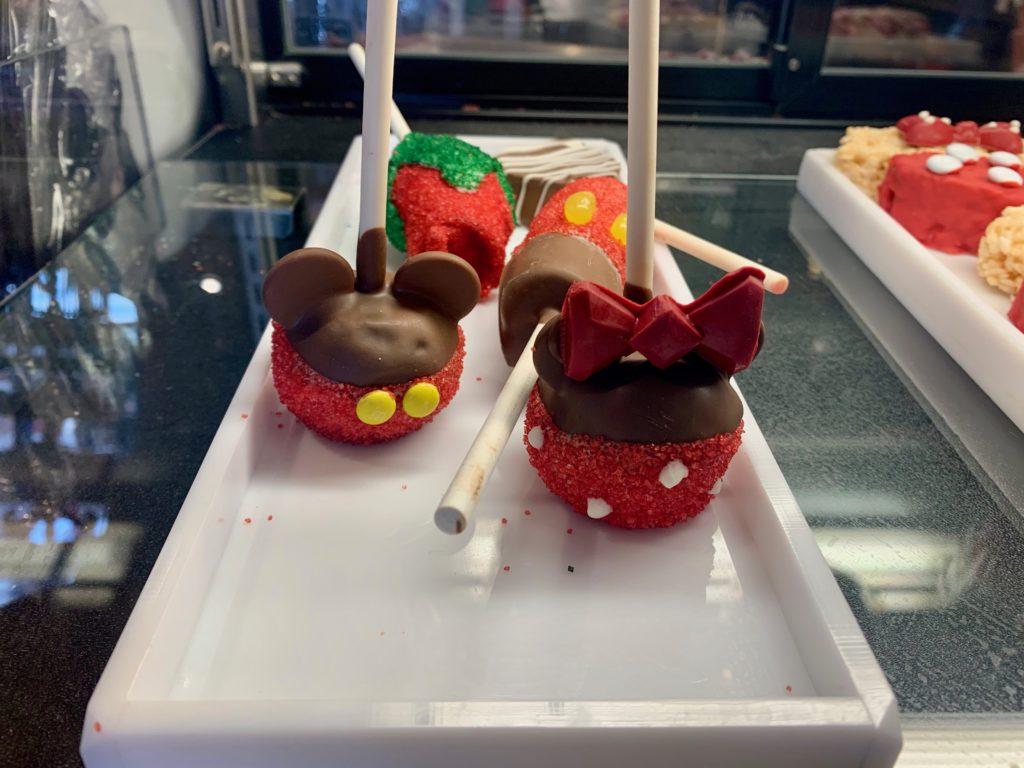 ミニサイズのミッキー&ミニーのアップルスティックキャンディー