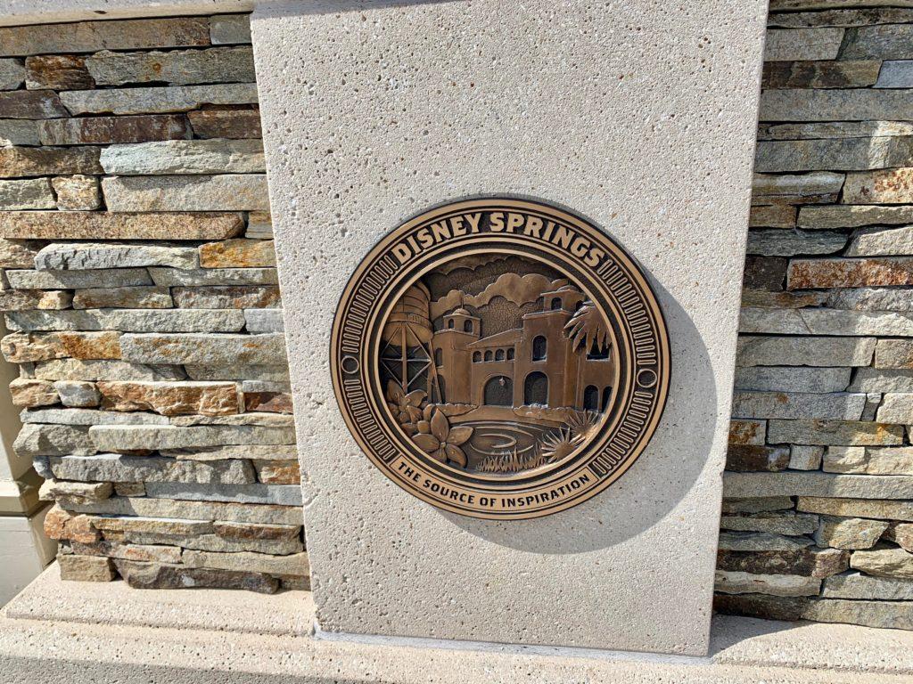 ディズニースプリングスの記念銅板