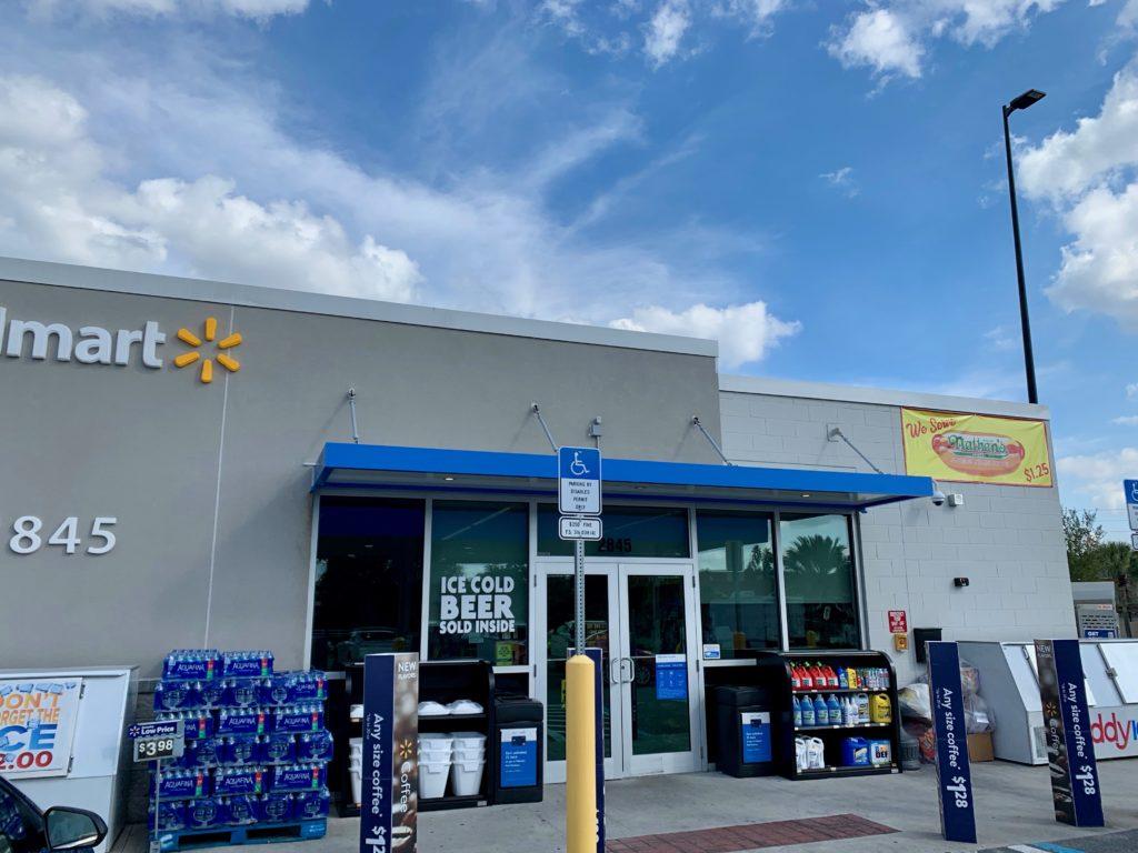 ウォルマートのガソリンスタンドにあるミニ店舗