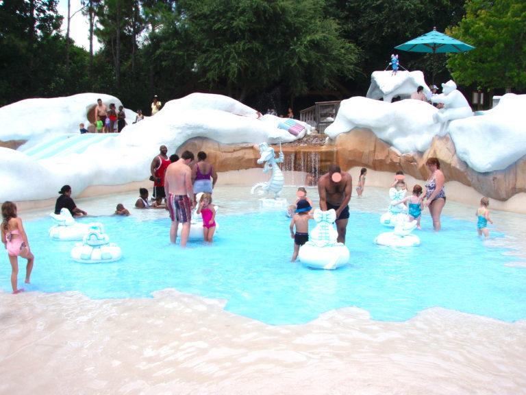 小さな子供向けのプール