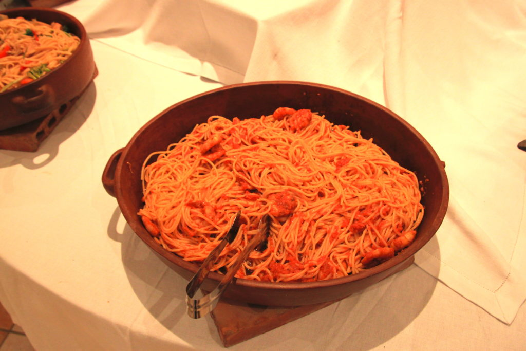 トマトとピリ辛ソーセージのパスタ