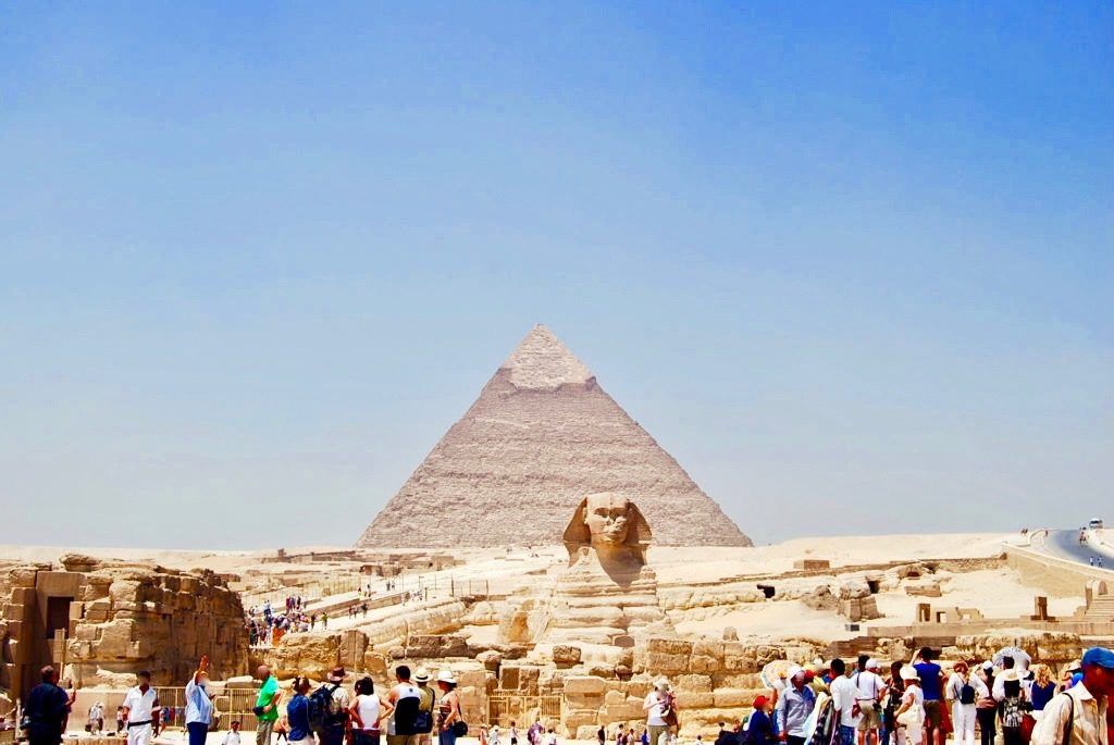クフ王のピラミッドとスフィンクス