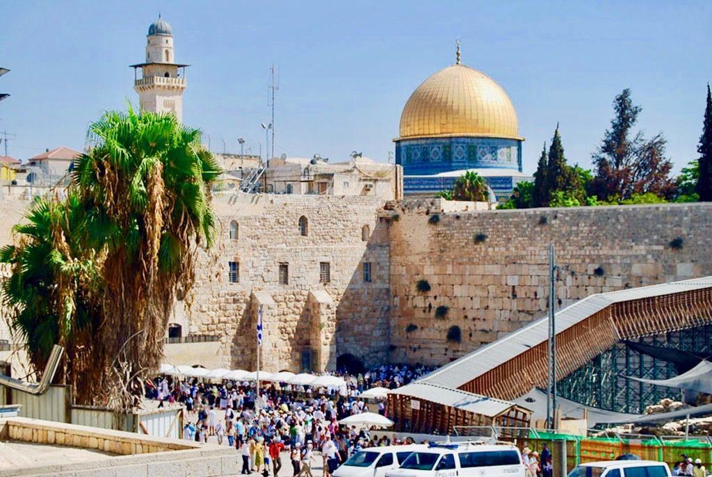 エルサレムの嘆きの壁と岩のドーム