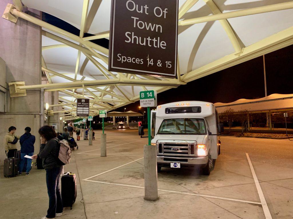 深夜オーランド国際空港に到着