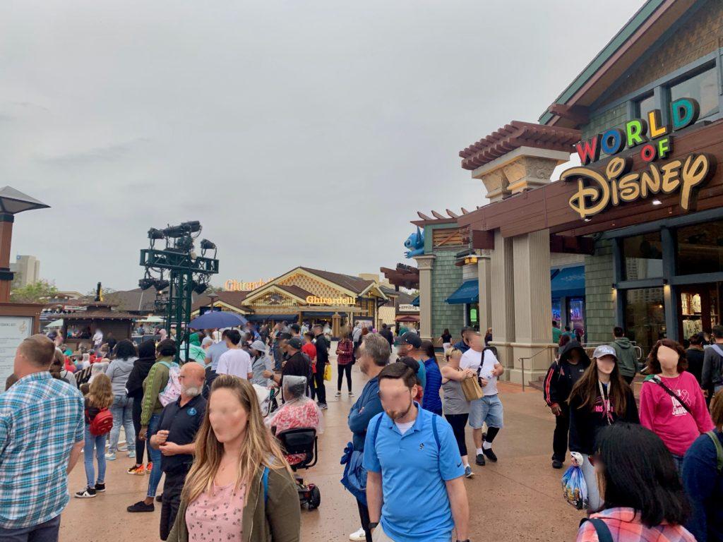 世界最大のディズニーストアがあるマーケットプレイス