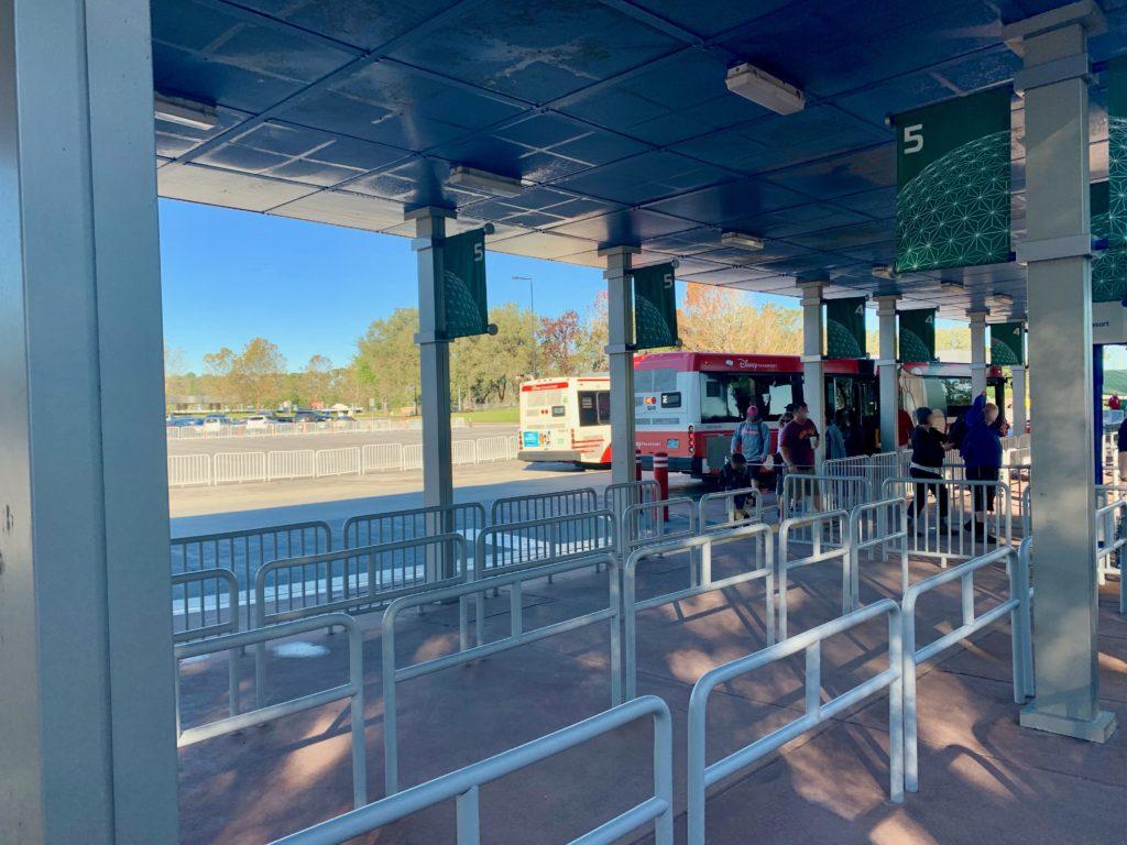 エプコットのバス降車場