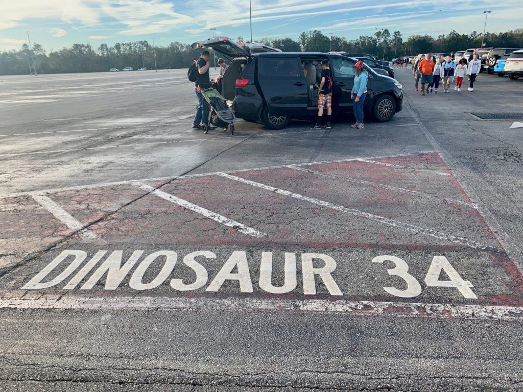駐車場の路面に書かれた番号
