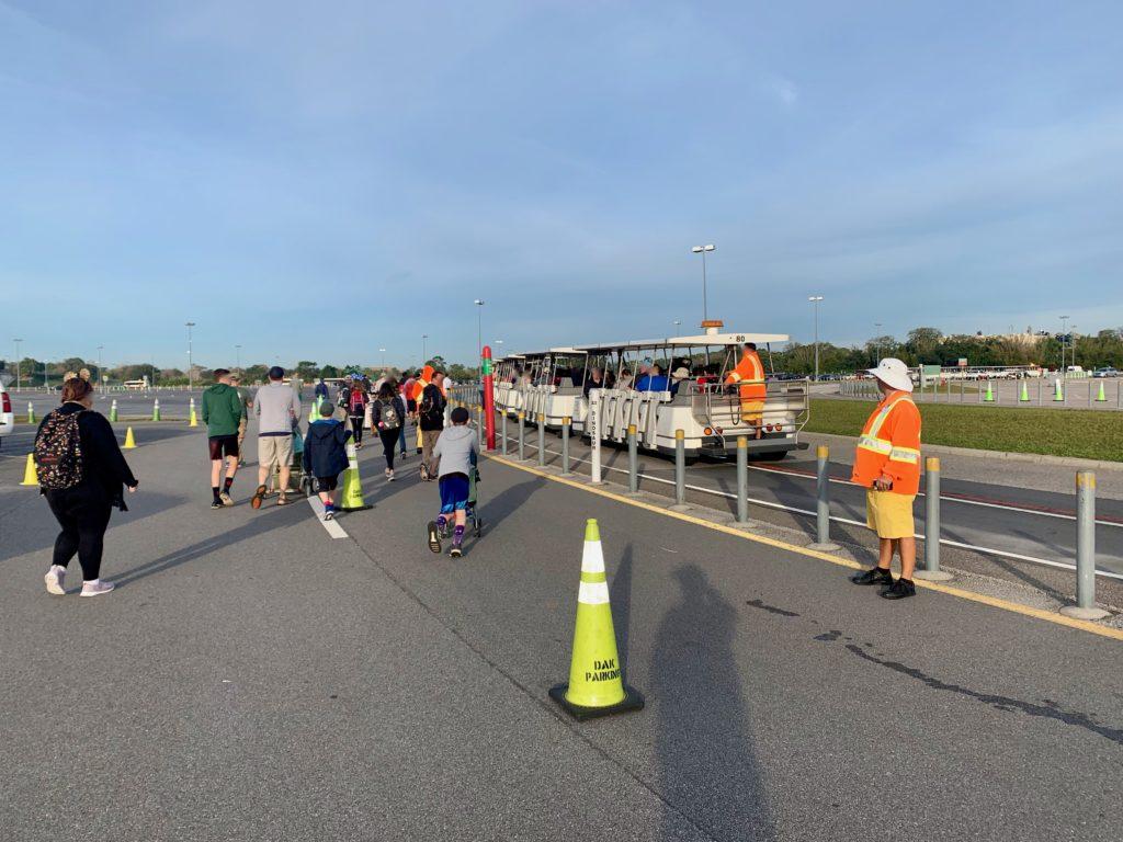 アニマルキングダムの駐車場とトラム
