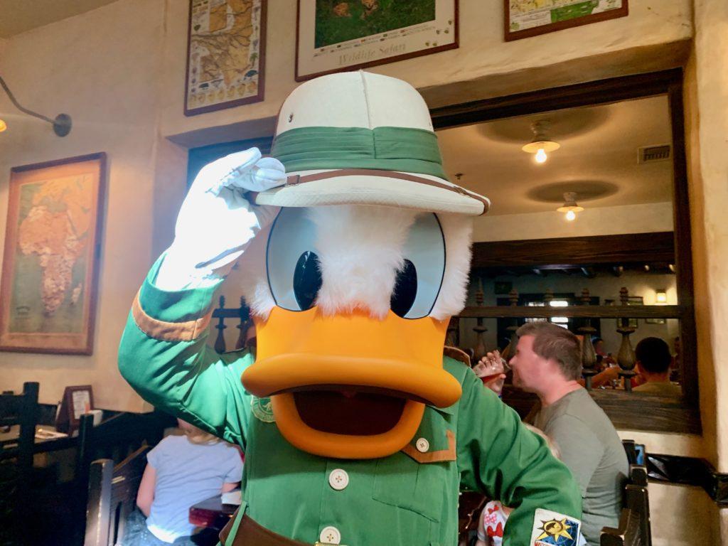 アニマルミングダムのタスカーハウスレストランで出会ったドナルド