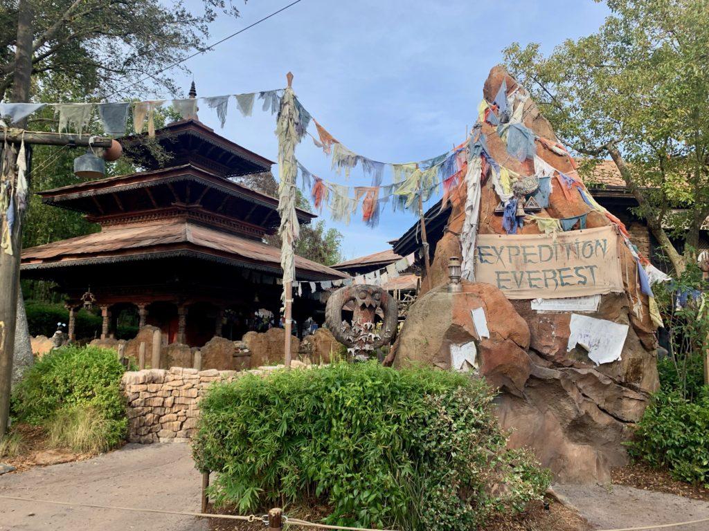 イエティを祀る寺院の入り口