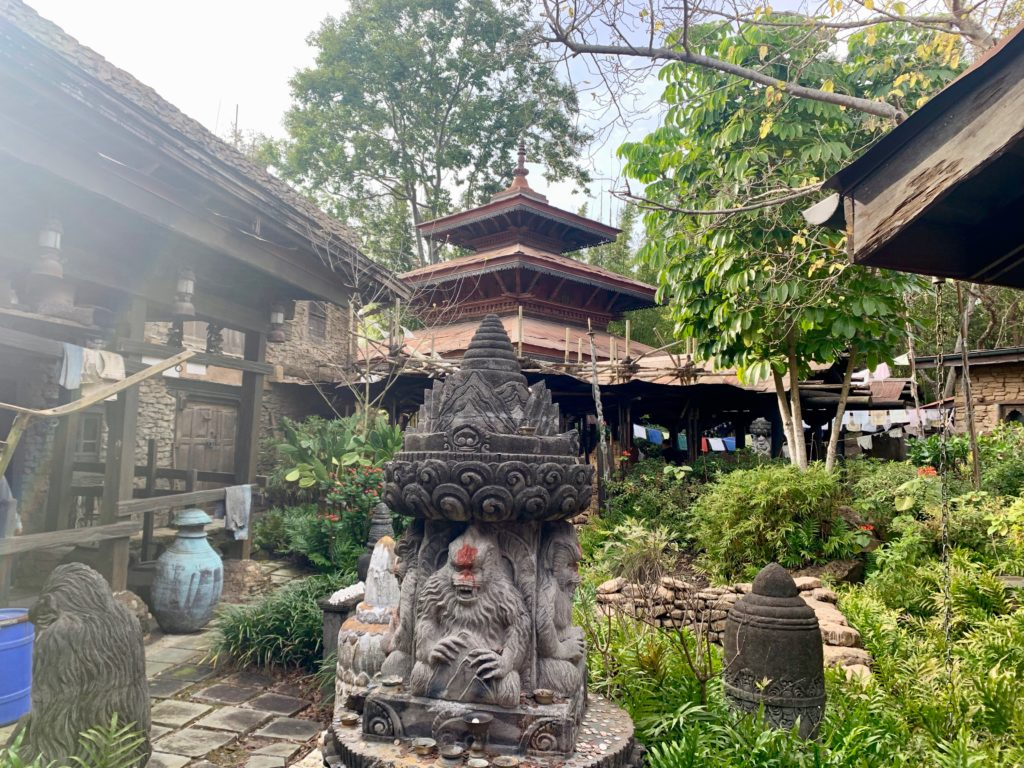 イエティ寺院の彫刻