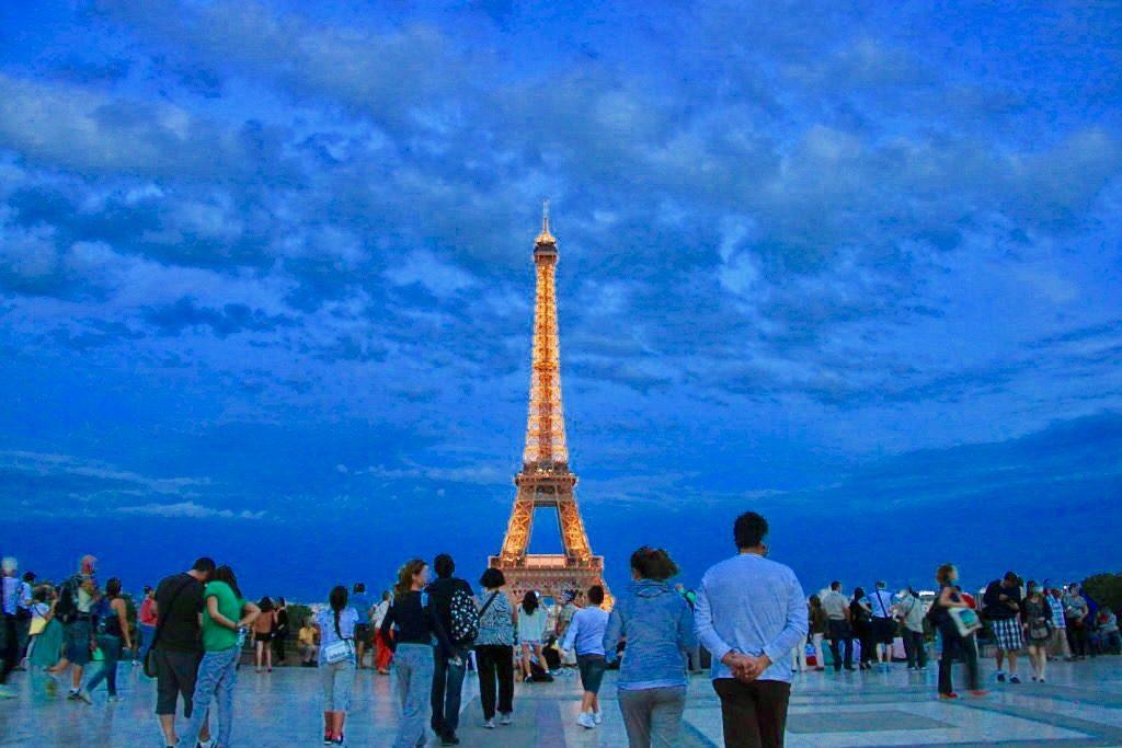 シャイヨー宮から眺めるエッフェル塔の夜景