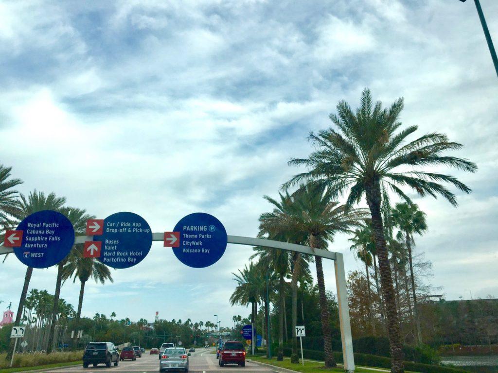 ユニバーサルスタジオの駐車場の案内標識