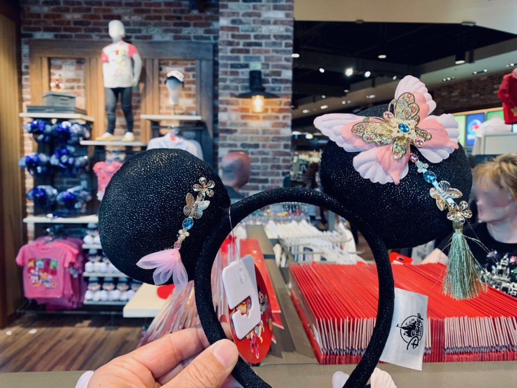 ピンクの蝶々が乗ってるチャイニーズ風のカチューシャ