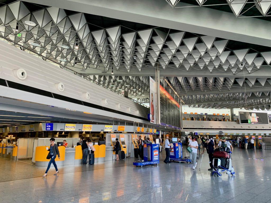フランクフルト空港ターミナル1の出発ロビー