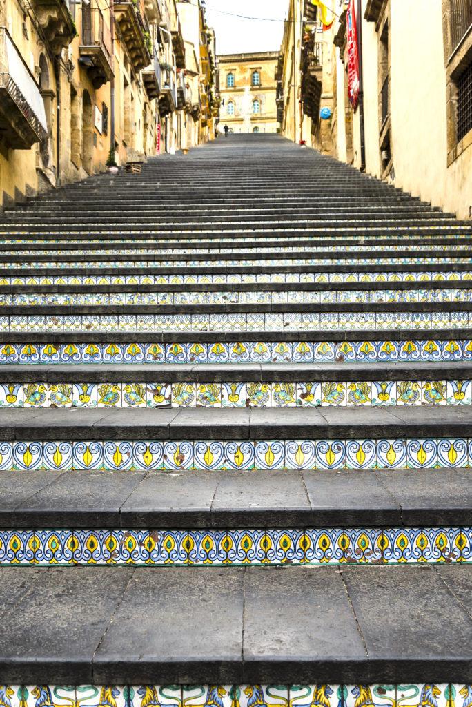 カルタジローネの階段に埋め込まれた陶器