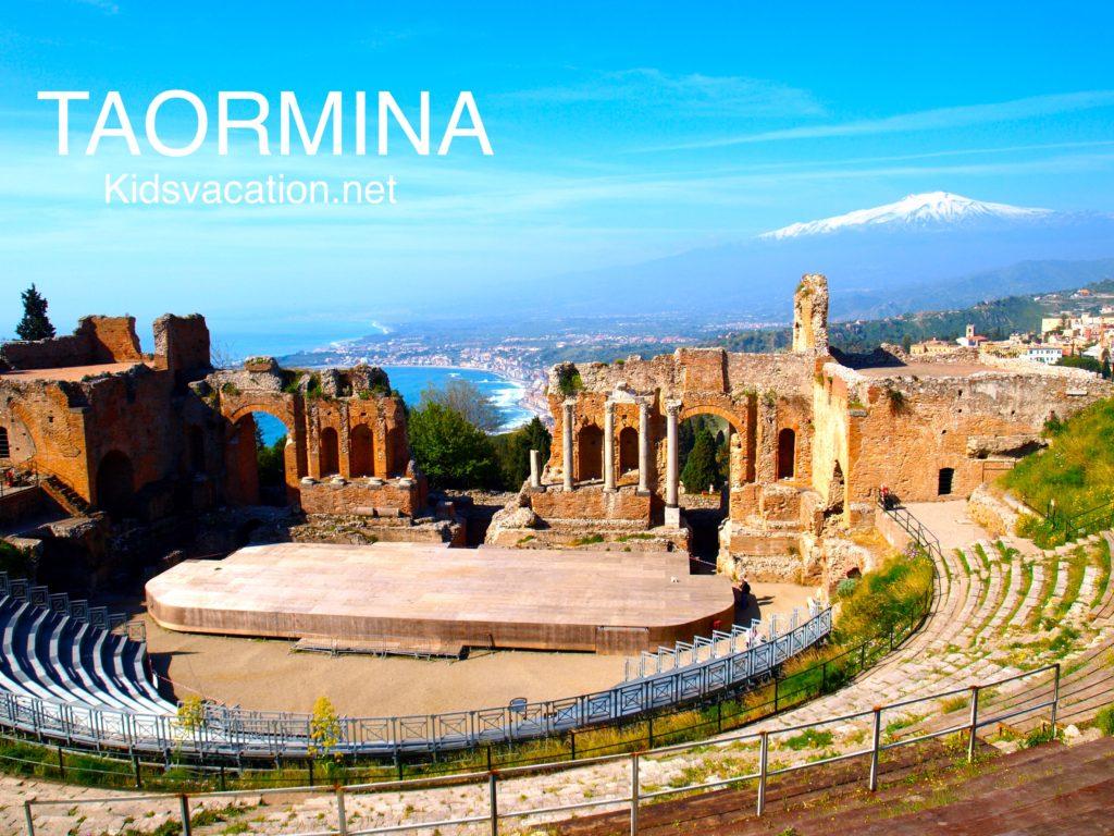 タオルミーナの古代ギリシャ劇場とエトナ山