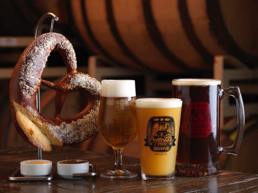 カウンターに並んだピーターズブリュワリーパブの地ビール