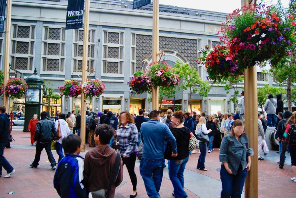 ウェストフィールドショッピングセンター前の広場