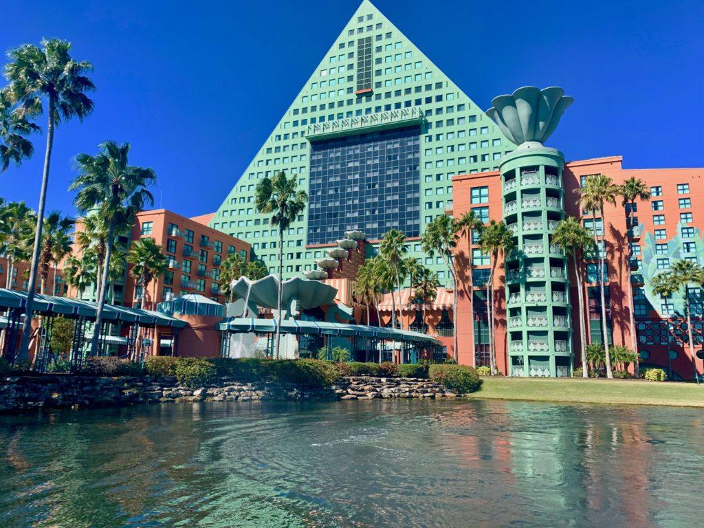 ドルフィンリゾートホテルの外観