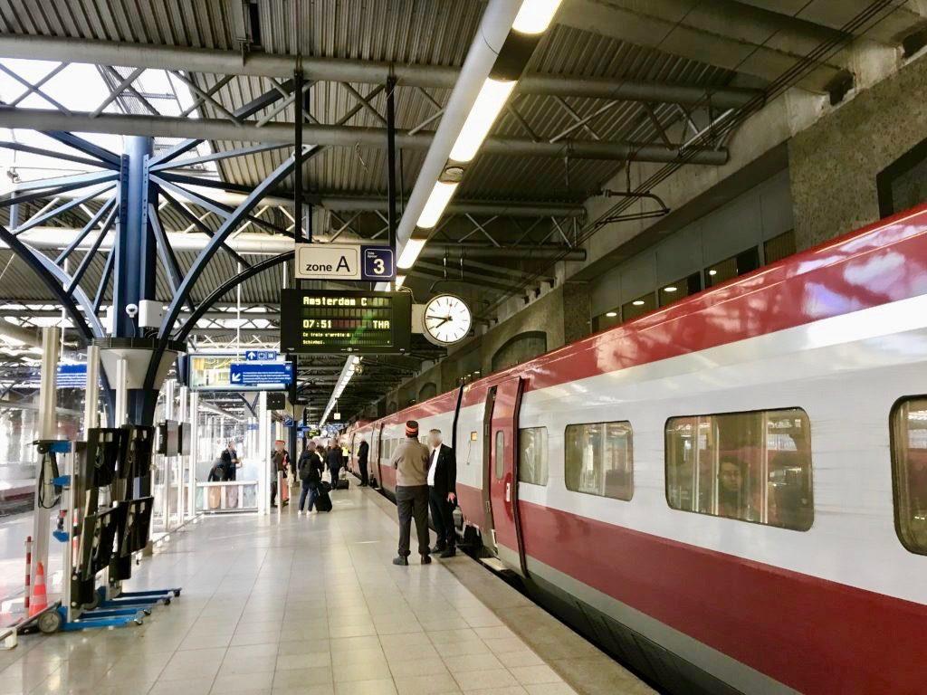 ブリュッセルからアムステルダムに向かう国際特急列車