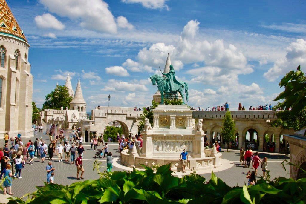 三位一体広場と聖イシュトバーンの騎馬像
