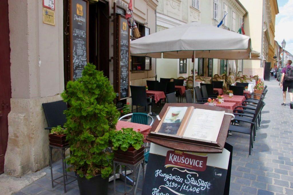 王宮の丘にあるカフェ