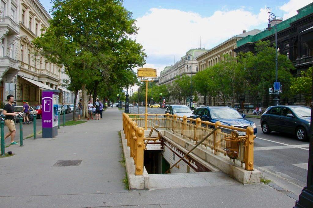 アンドラーシ通りの地下鉄の入り口