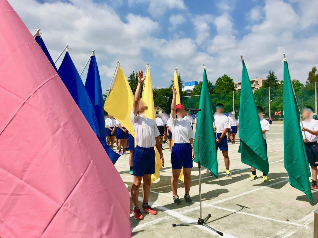 体育祭で開会宣言をする生徒