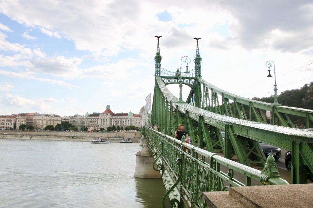 リバティ橋とドナウ川