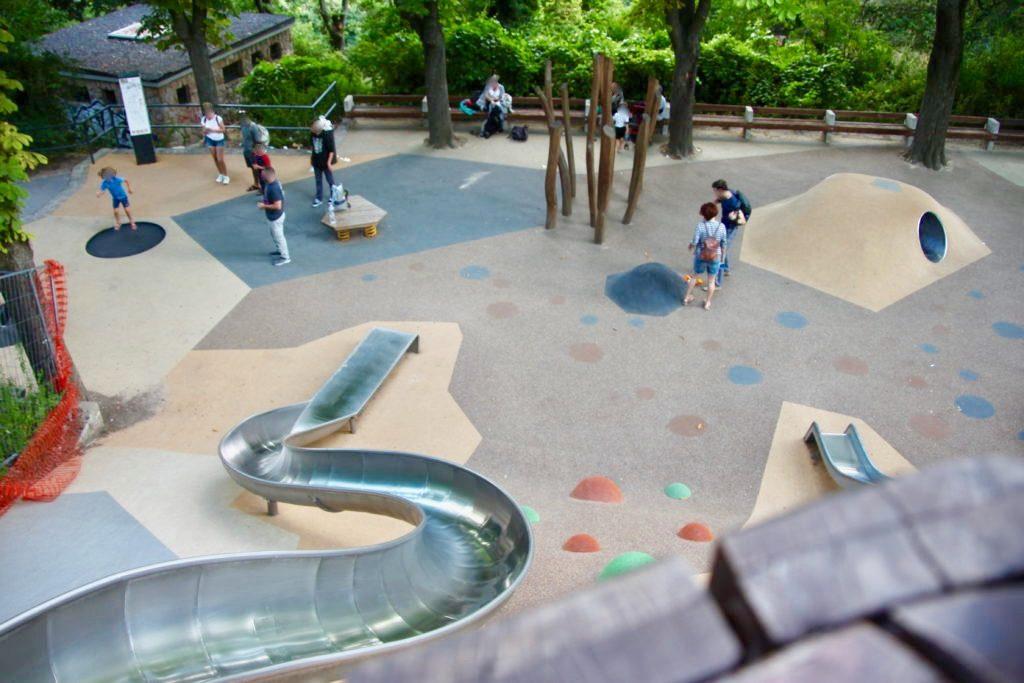 児童公園の滑り台