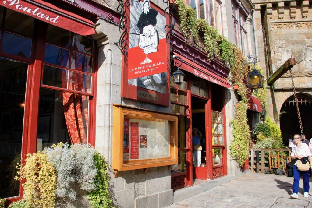 モンサンミッシェル風オムレツのお店「ラ・メール・プラール」の入り口と外観