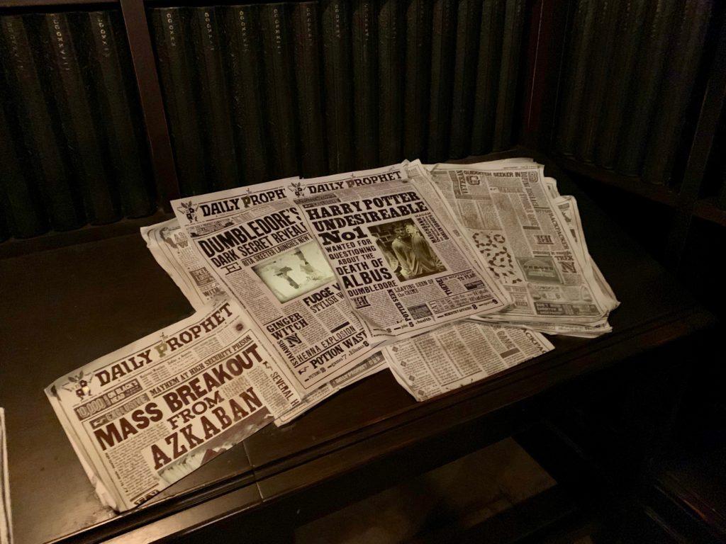 グリンゴッツ魔法銀行のロビーに置いてある日刊預言者新聞