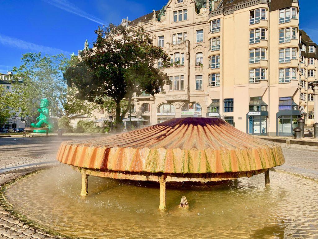 温泉の噴水オブジェ
