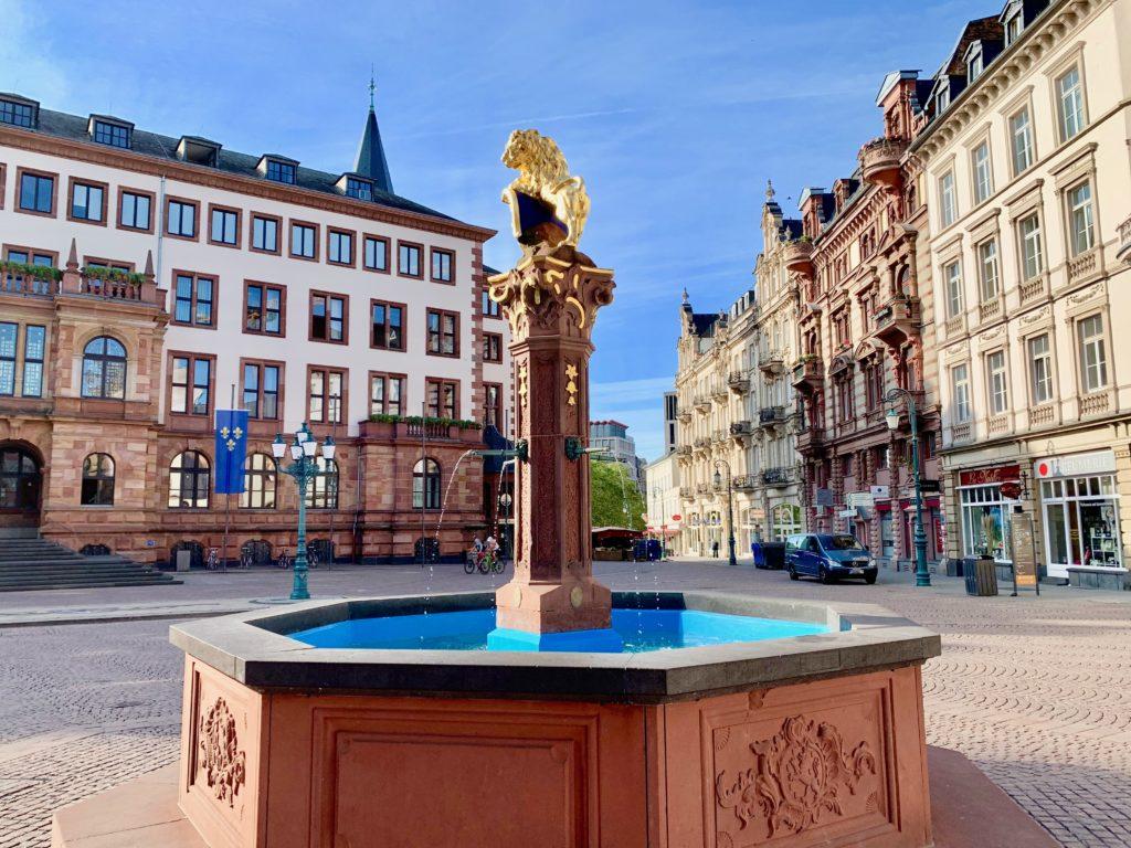 市庁舎前広場の噴水