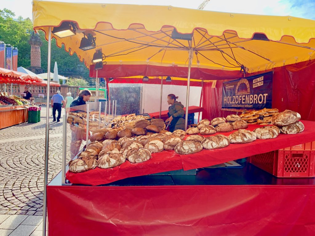 朝市のパン屋さん