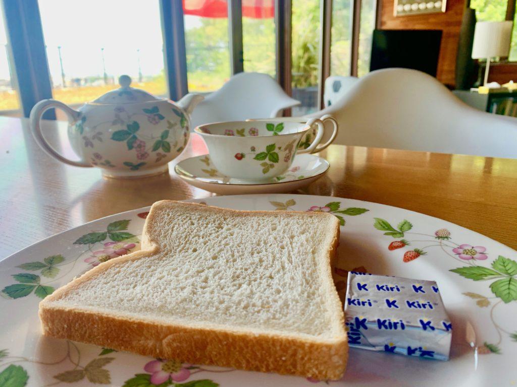 食パンとKiriのクリームチーズ