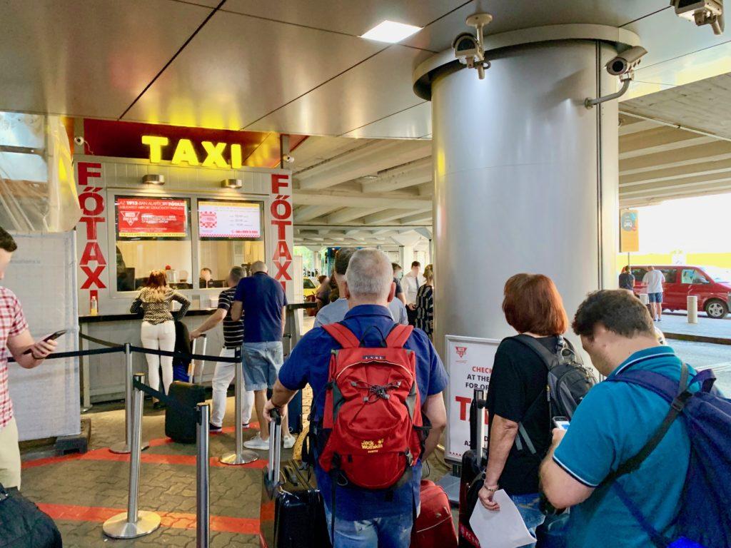 ブダペスト空港のタクシー乗車受けつけカウンター