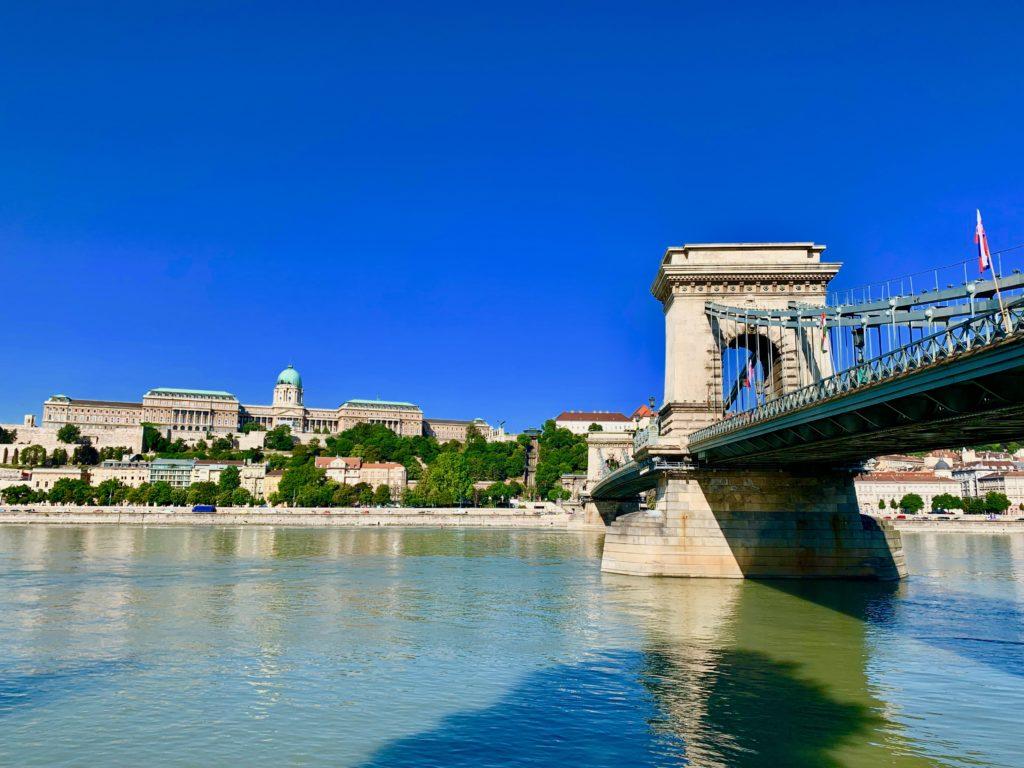 鎖橋とブダ王宮