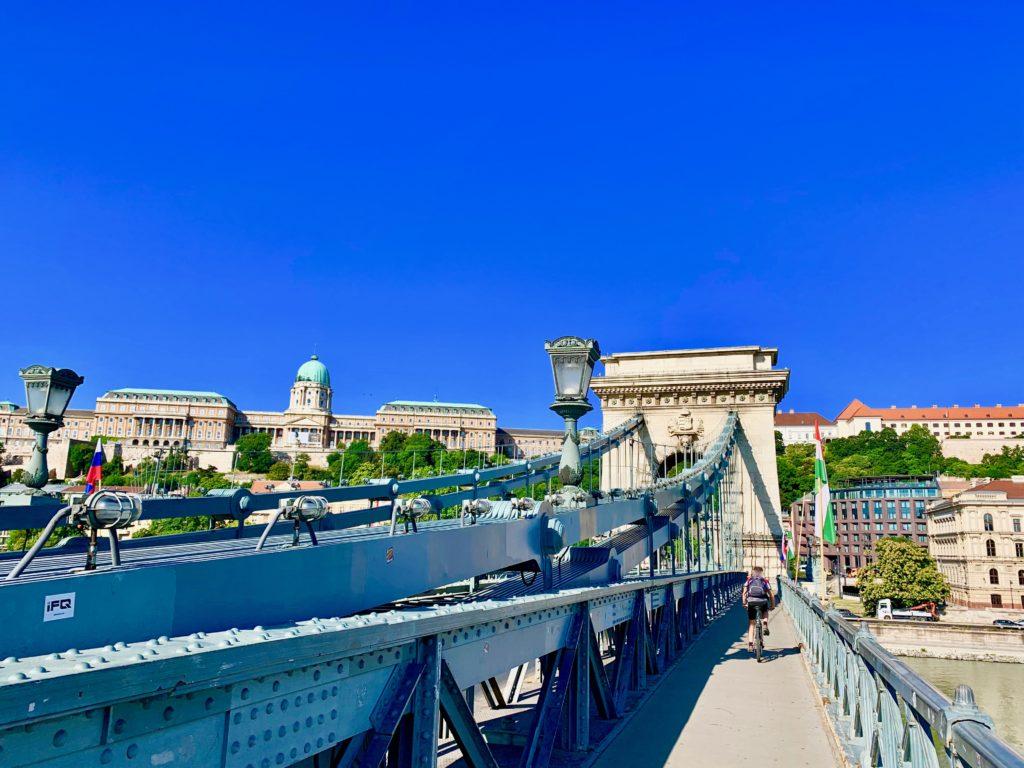 鎖橋と王宮