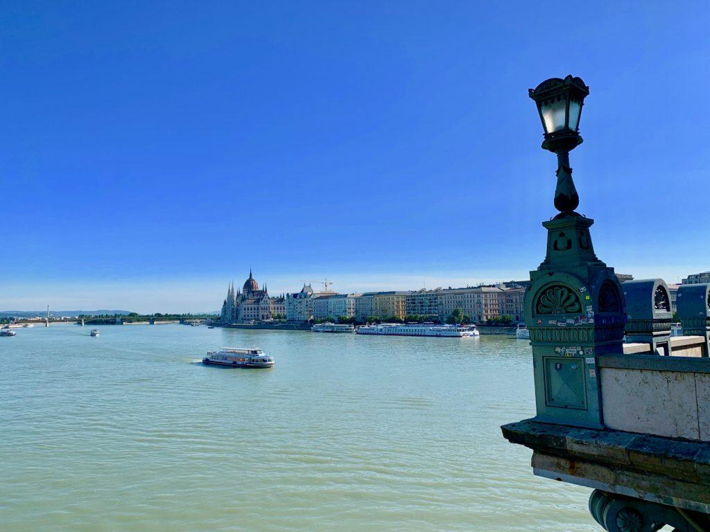 ドナウ川とハンガリー国会議事堂