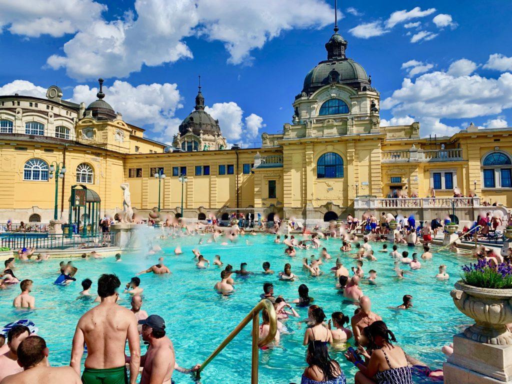 セーチェニ温泉の大浴場