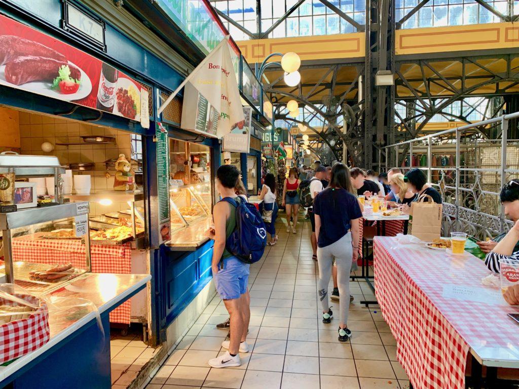 ブダペスト中央市場のフードコート