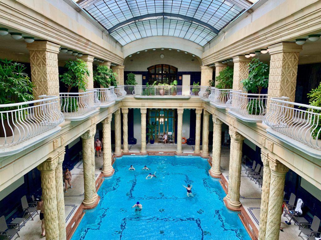 ゲッレールト温泉の大浴場